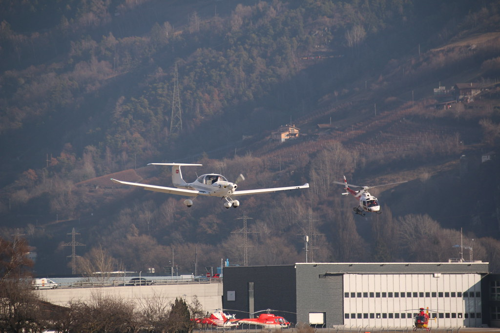 Aéroport - base aérienne de Sion (Suisse) 32922055502_b78c314a6c_b