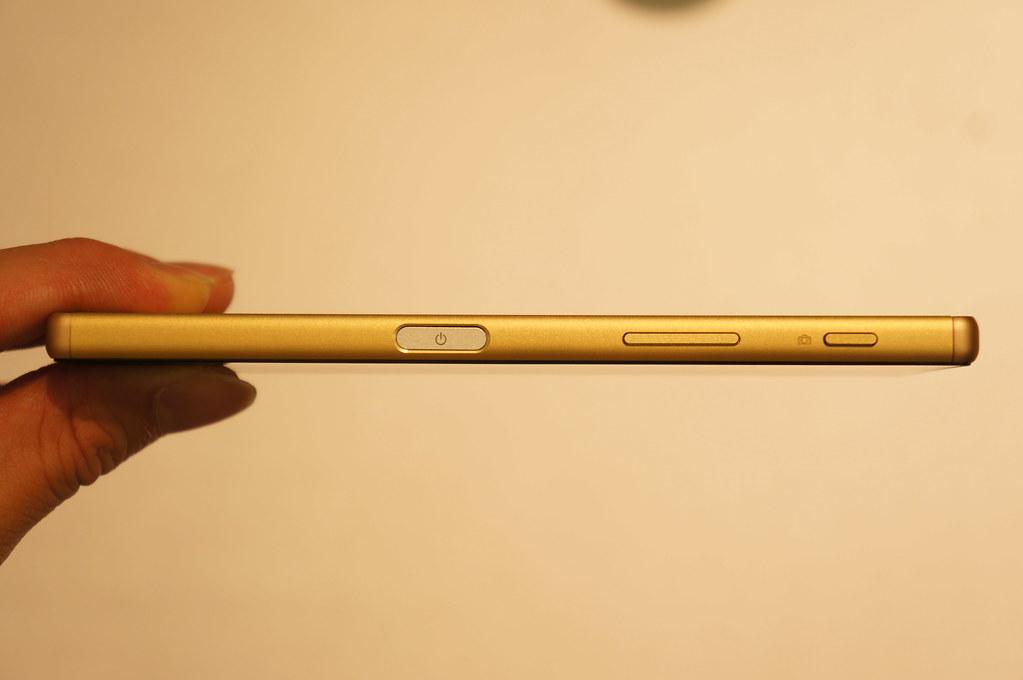ソフトバンク、「Xperia Z5」を10月29日から発売――価格は88,320円、実質0円〜。SmartWatch 3のプレゼントも