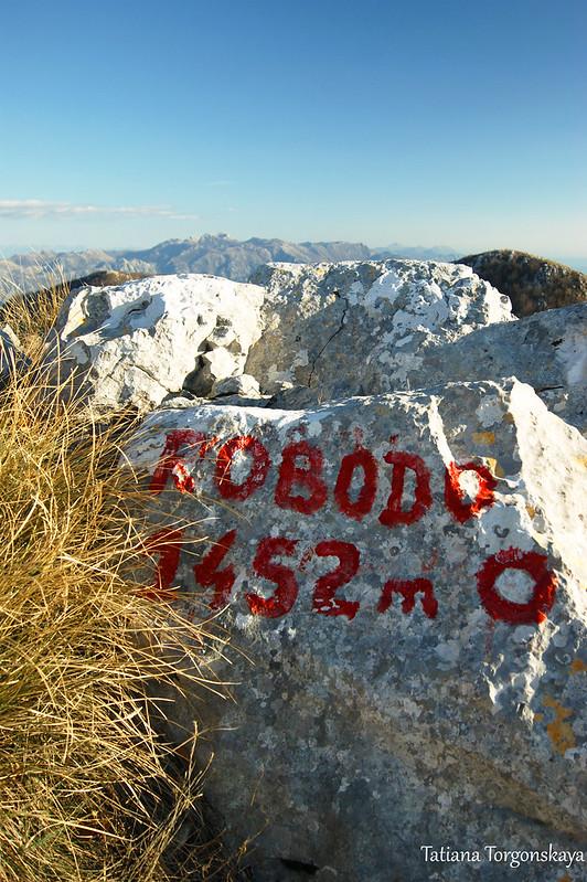Камень с названием вершины и высотой