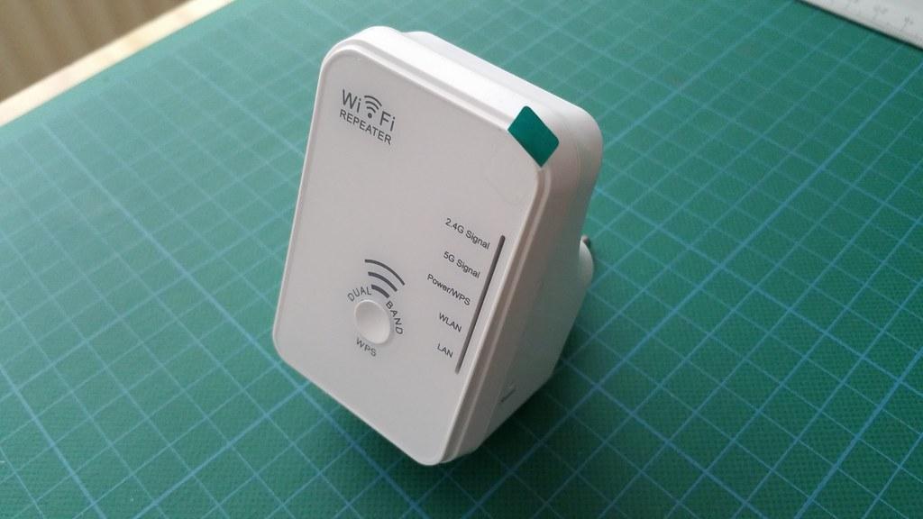 maginon wlr 510 dual band wlan repeater aldi wifi wireless flickr. Black Bedroom Furniture Sets. Home Design Ideas