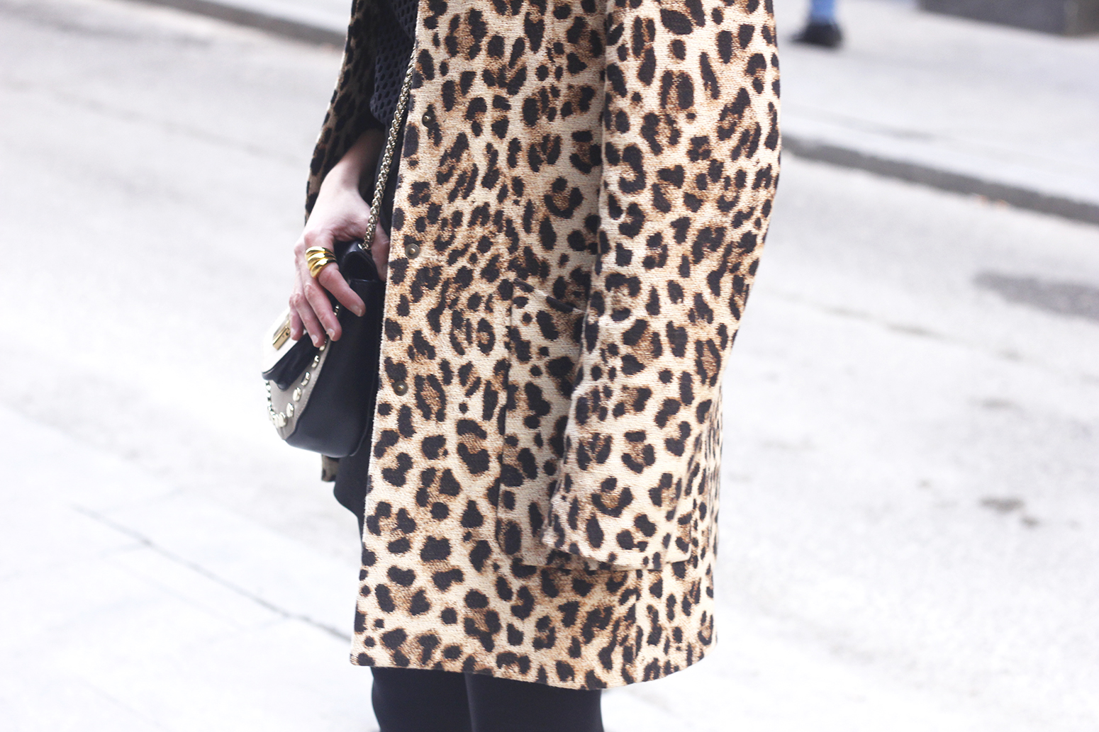total black outfit leopard coat maje shirt pencil skirt heels uterqüe bag céline sunglasses fashion style08