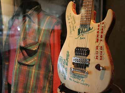 Kurt Cobain Guitar For Sale : censored kurt cobain guitar a guitar used by kurt cobain o flickr ~ Hamham.info Haus und Dekorationen