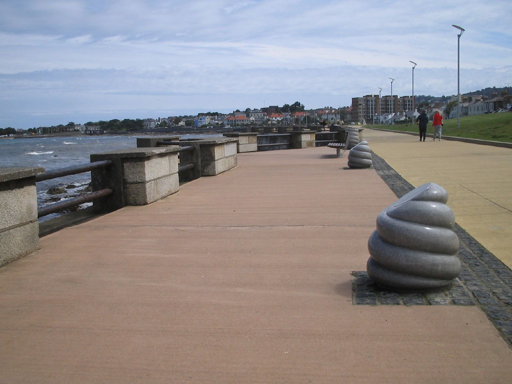 PHOTOGRAPHS OF DUN LAOGHAIRE - 8 JULY 2004 007