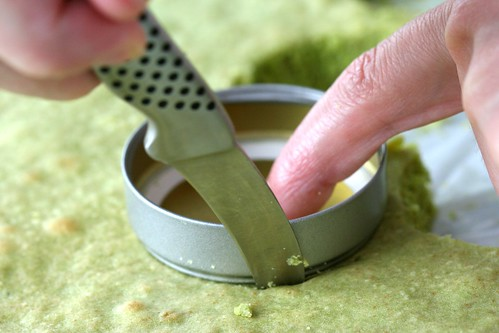 cutting matcha cake disks | by chockylit