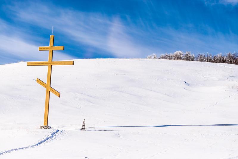 Крест на снегу