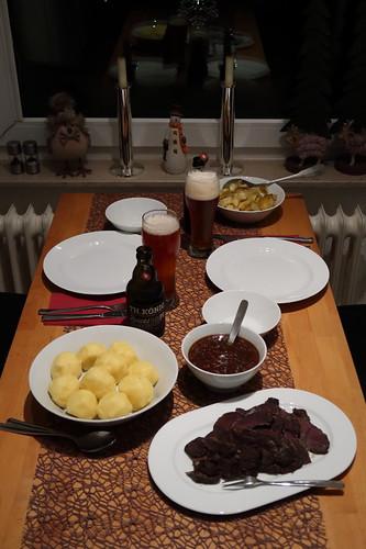 Rheinischer Sauerbraten mit Kartoffelknödel und Apfelkompott