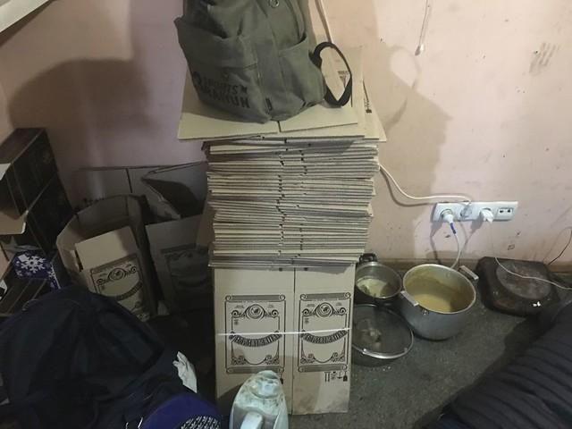 СБУ припинила у Києві потужне підпільне виробництво контрафактного алкоголю