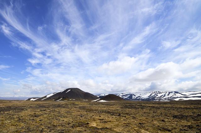 Campos de lava que travesamos para ir dentro del volcán Thrihnukagigur en Islandia
