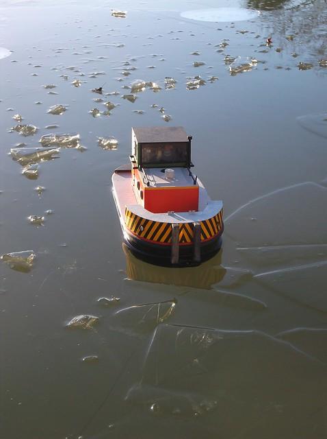 Frozen tug