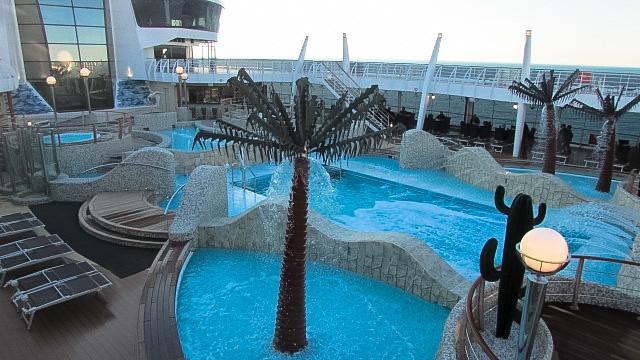 「MSCスプレンディダ号」船上プールなどの施設