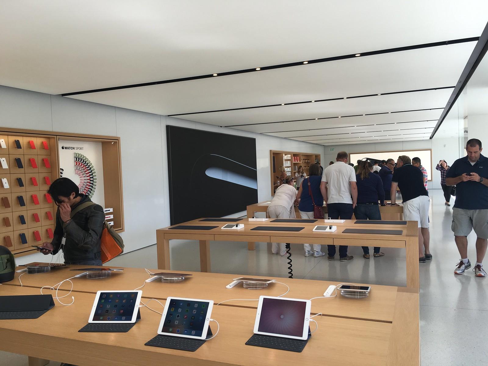 Apple Store Infinite Loop