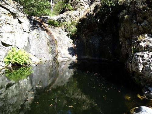 La vasque-cascade de l'Ancinu contournée en RD