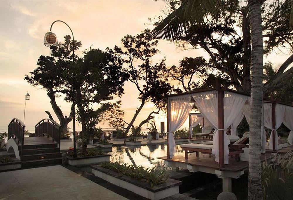 7-seminyakbeachresort2-sunset-cabana