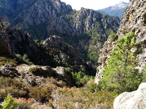 En haut du ravin de remontée depuis le Vaglie : traversée vers le couloir de montée au Kyrie