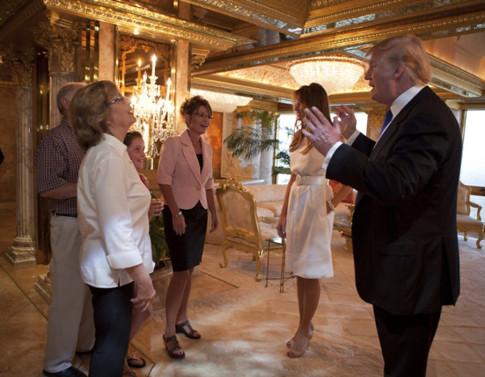 17b09 Sarah Palin visita a Donald Trump julio 2016 Foto Shealah Craighead variante Uti 485