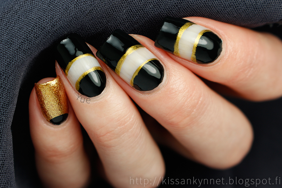 black_gold_nails