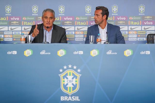 Convocação da Seleção Brasileira para as Eliminatórias no hangar da GOL em São Paulo