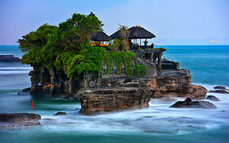 tanah-lot-via-balihellotravel