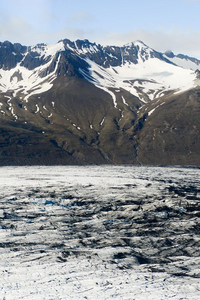 Lava y glaciares en Islandia