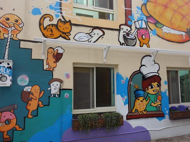 巷內有個像麵包店的小屋子