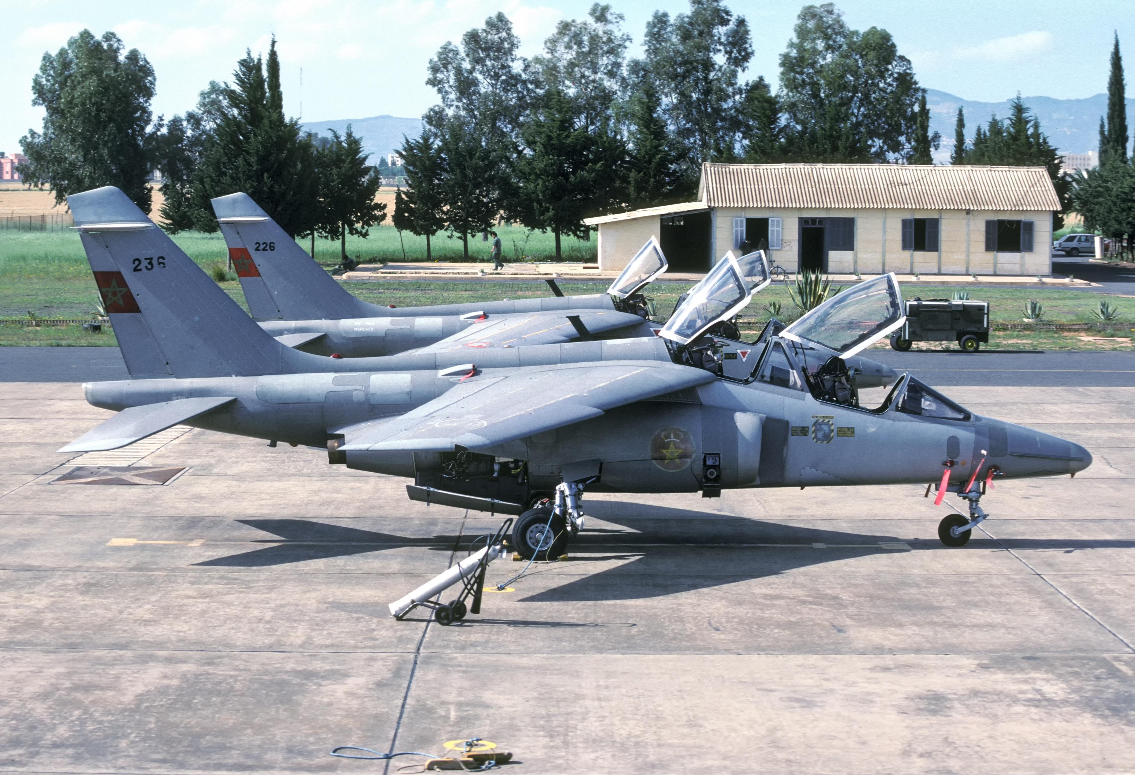 FRA: Photos avions d'entrainement et anti insurrection - Page 9 32542932754_6834454b57_o