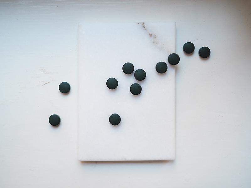 Puhdistamo Spirulina-tabletit rusketus