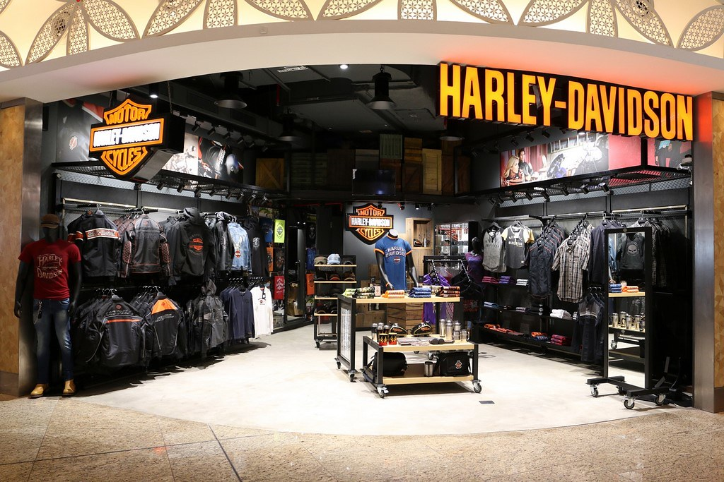 Harley-Davidson-Showroom-Mumbai-Airport (4)
