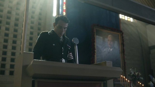 The Man In The High Castle -2x07- Land.O'.Smiles -01