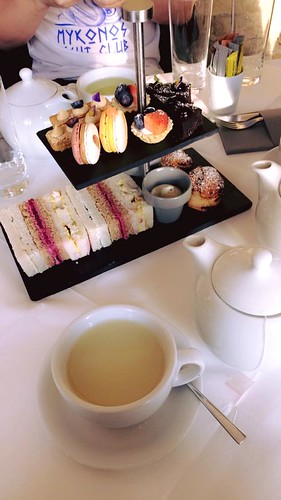 Afternoon tea at the saatchi gallery