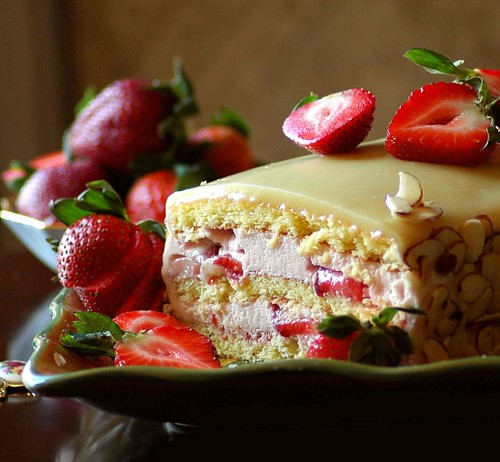 white ganache wedding cake strawberry mousse cake with white chocolate ganache flickr 27287