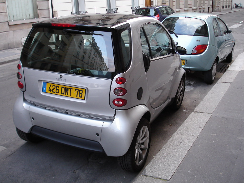 they like 39 em small these smart cars are very popular in p jonathan moreau flickr. Black Bedroom Furniture Sets. Home Design Ideas