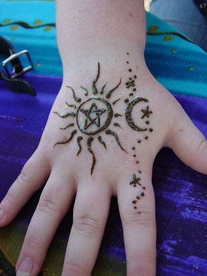 Henna Sun And Stars Person Wanted A Pentacle Inside Of A S Flickr