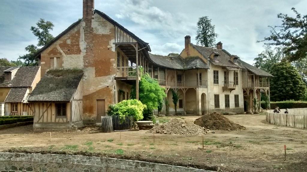 Travaux de la maison de la reine hameau versailles flickr for Andre maurois la maison
