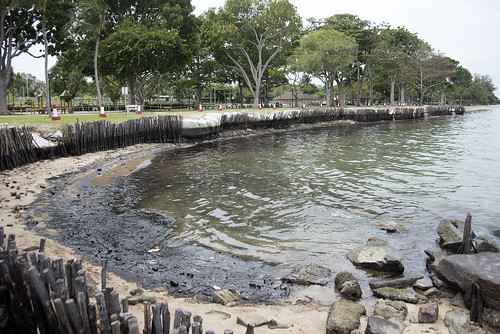 Oil spill in the Johor Strait (5 Jan 2017) from Changi Carpark 4