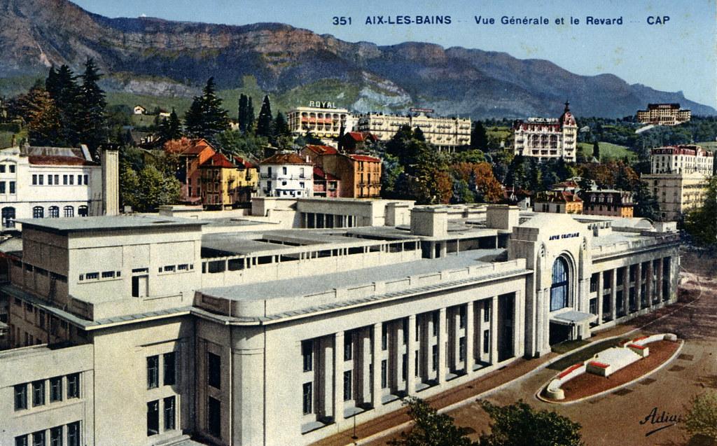 Vue sur Aix les bains et le Revard (le massif en arrière plan) dans les années 1950 (?).
