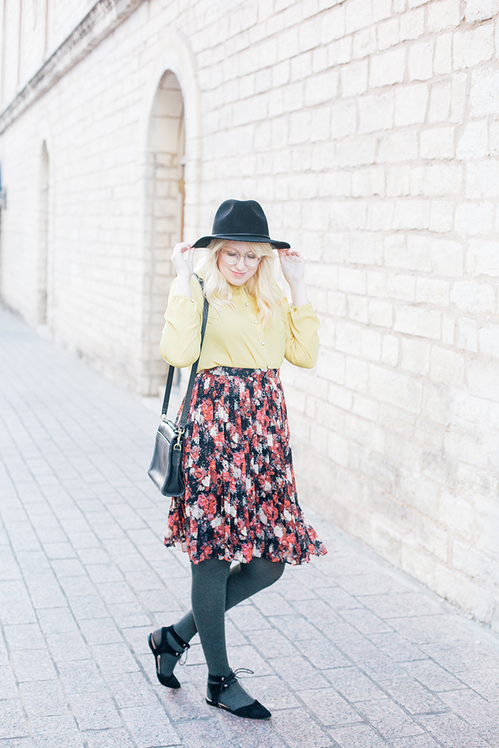 austin fashion blogger floral midi skirt winter outfit8