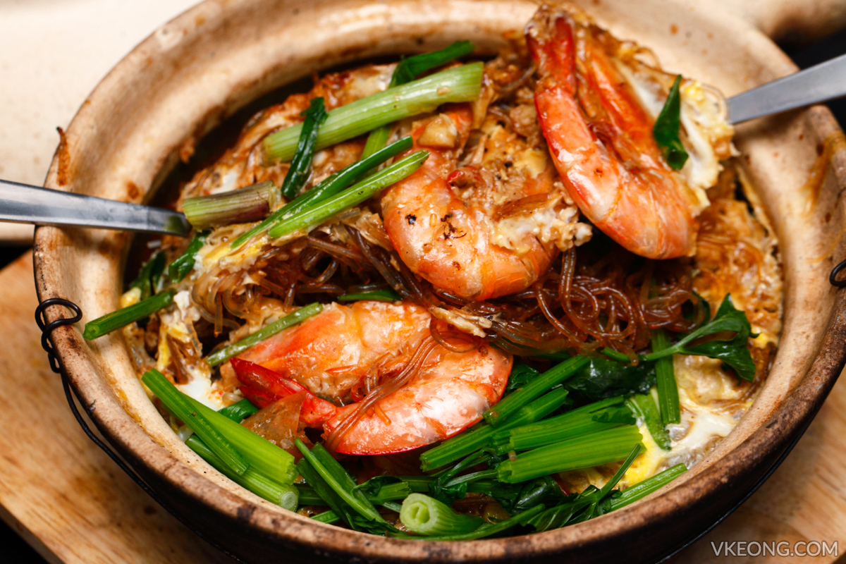 Prawn with Vermicelli and Soy Sauce in Claypot