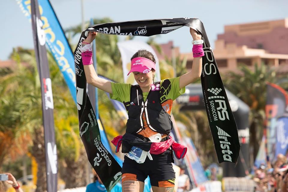 Η Azara Garcia τερματίζει νικήτρια | Photo (C): Prozis Trail Running