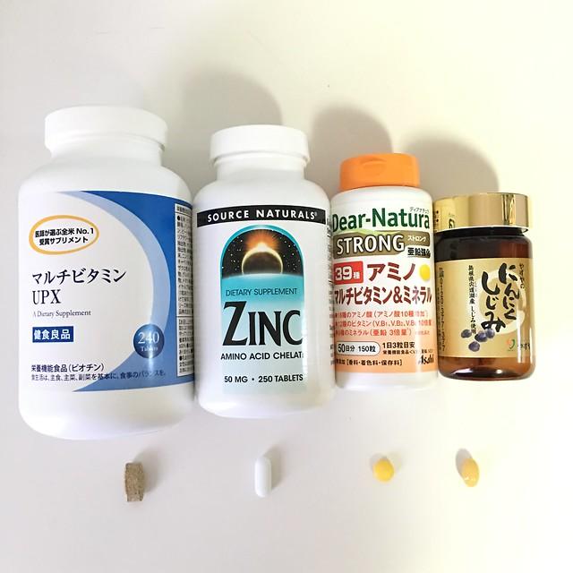 容器と錠剤