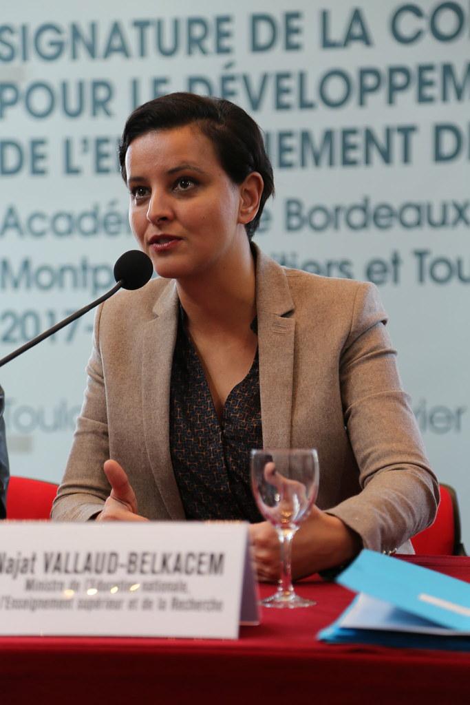 Signature d une convention cadre pour l enseignement de l occitan entre le minist re de l - Office education nationale ...