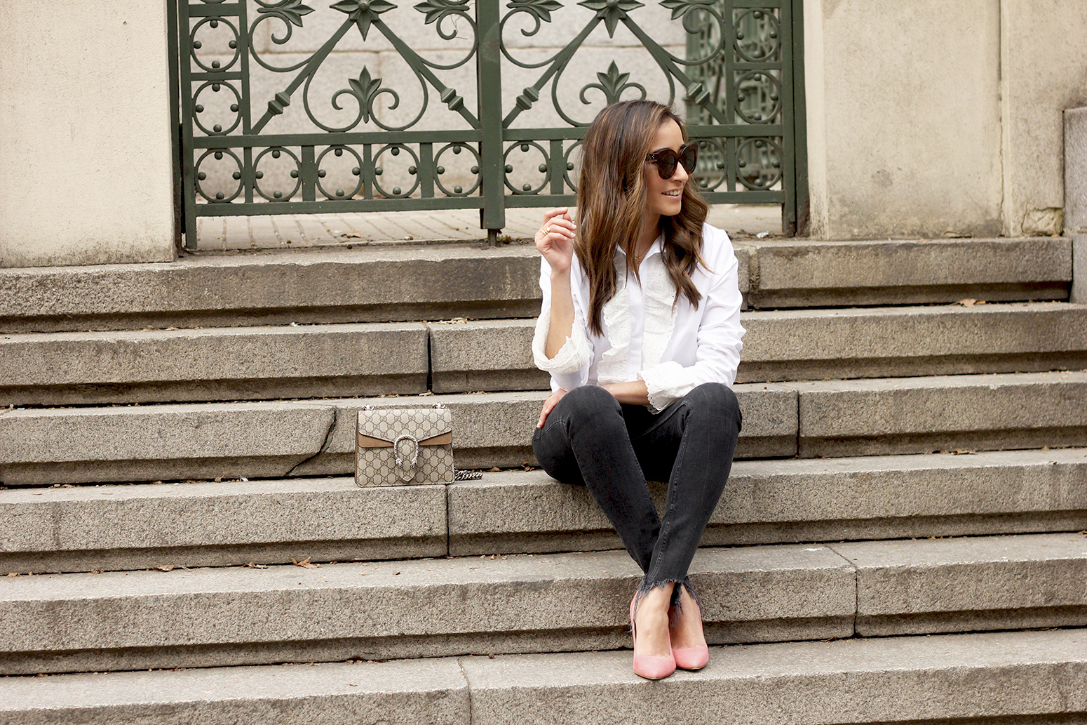 White ruffled shirt pink heels black jeans uterqüe gucci bag céline outfit style05