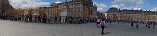 168 Kasteel Versailles rij bij ingang