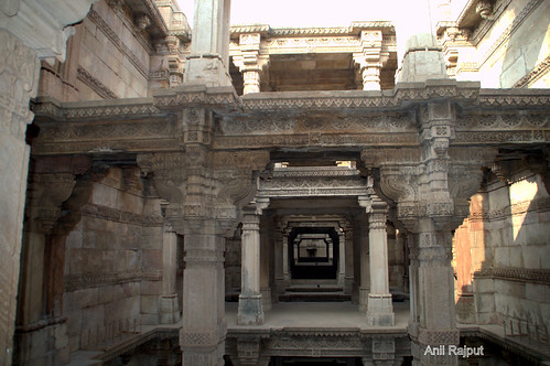Adalaj Ni Wav , Step Well , carved stone beams and pillars
