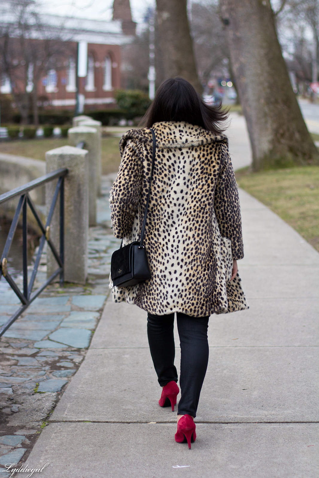 leopard fur coat, black coated jeans, white sweater, red pumps-2.jpg