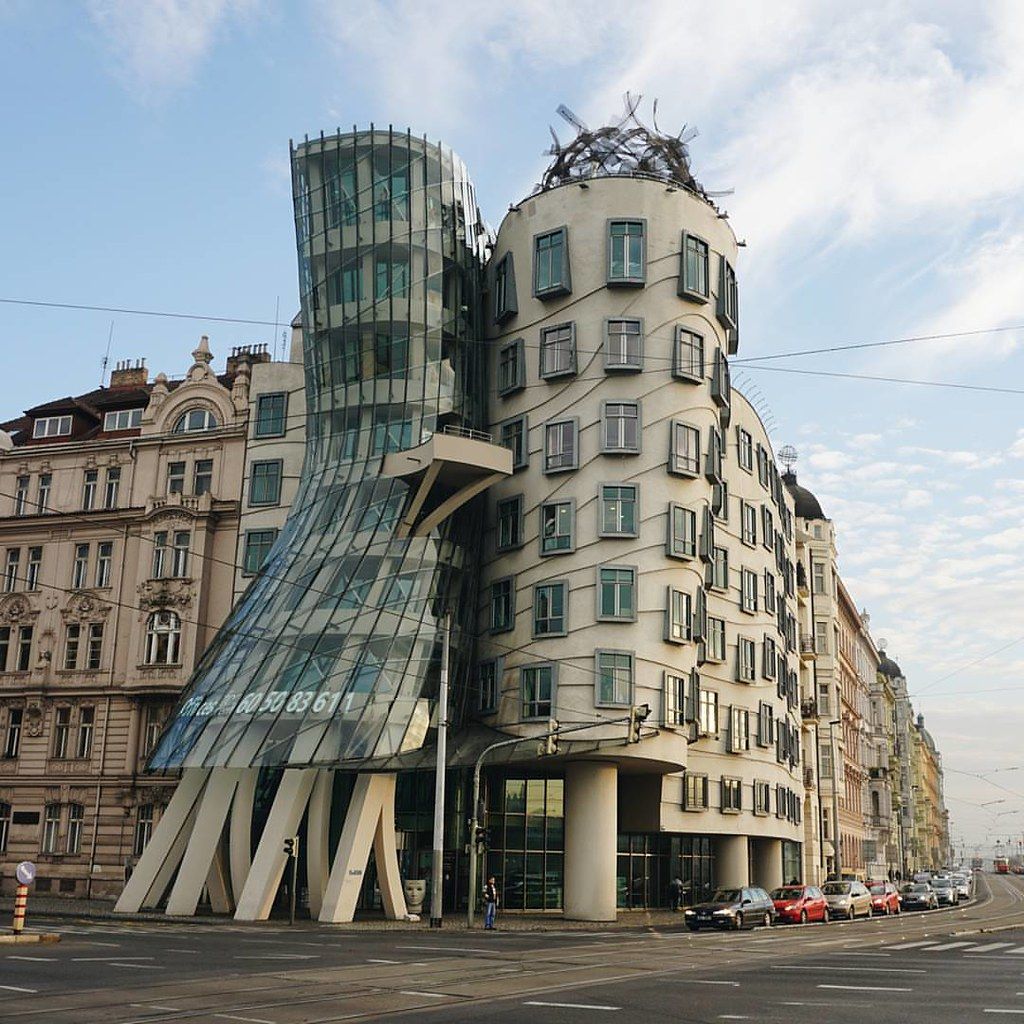 Gehry 39 s dancing house from wikipedia the very non tradi for Traditional house building