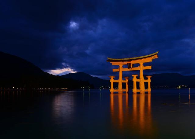 Hora mágica en el tori de Miyajima