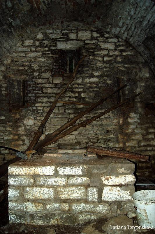 Внутри крепостной постройки