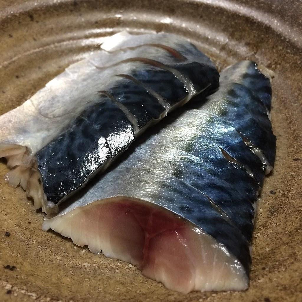 しめ鯖出来ました!美味そう! #dinner うひー。これは美味い!酢を出汁で割って漬け込んでみたけど、正解だ!