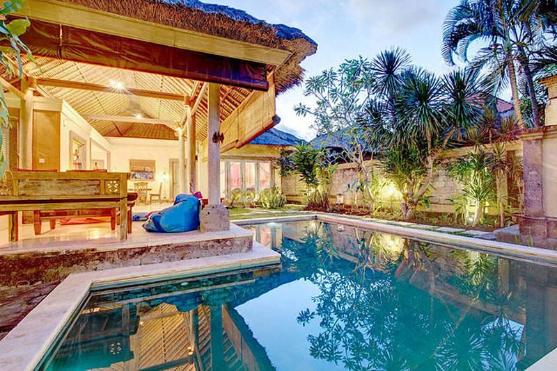 Anda Bahkan Dapat Langsung Terjun Ke Kolam Renang Pribadi Dari Living Room Yang Luas Cara Sempurna Untuk Melewatkan Malam Tenang Bersama Pasangan