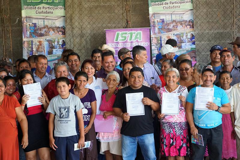 Entrega de Escrituras en Hda. San Juan y San Isidro